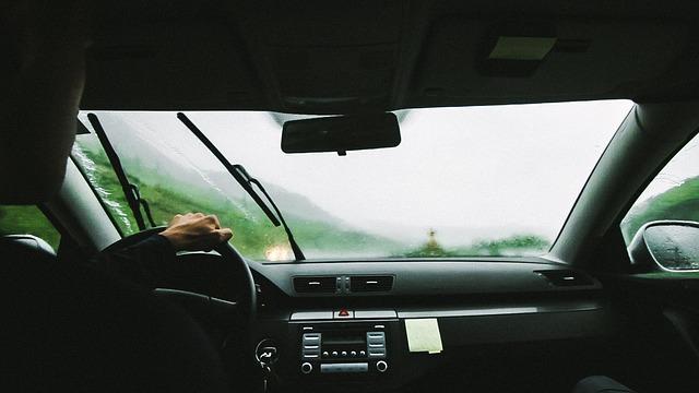 Pastikan Wiper Mobil Anda Berfungsi Saat Hujan Ya