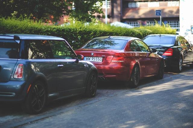 Kalau Tidak Hati-Hati Bisa Bahaya Loh Memarkirkan Mobil Pada Garis Lurus