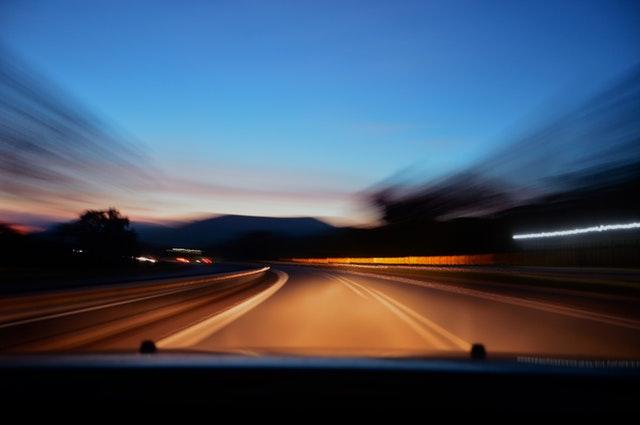 Berkendara Di Jalan Yang Sepi? Jangan Takut! Beginilah Cara Mengatasinya!