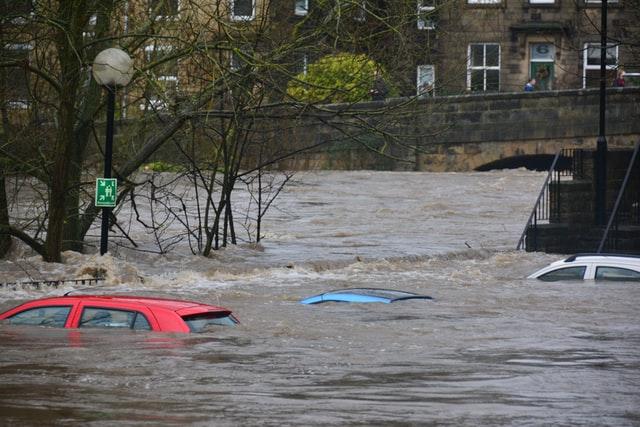 Langkah-Langkah Yang Harus Kita Lakukan Pada Mobil Sehabis Terendam Banjir