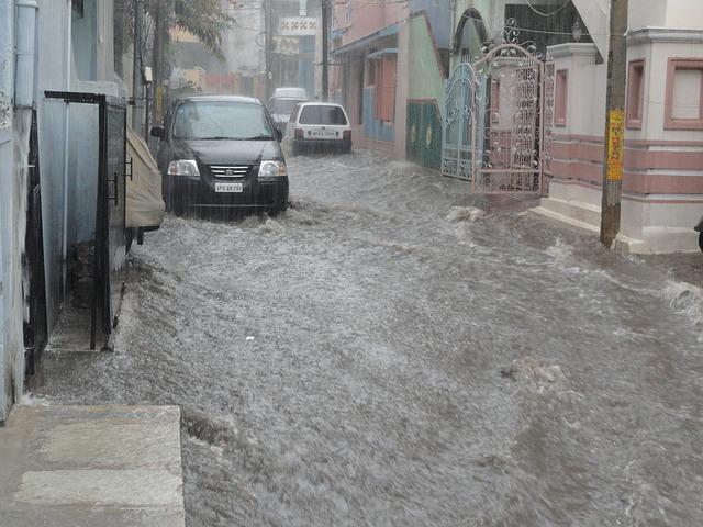 Penyebab-Penyebab Mobil Mogok Saat Menerjang Banjir