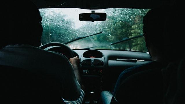 Perhatikan Hal-Hal Berikut Ini Ketika Anda Mengendarai Mobil Di Kala Hujan