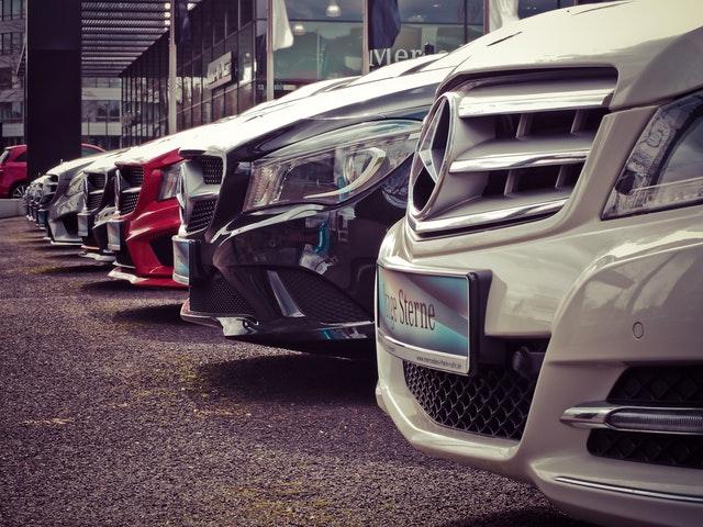 Ingin Membeli Mobil Manual? Kenali Dulu Kelebihan Dan Kekurangannya