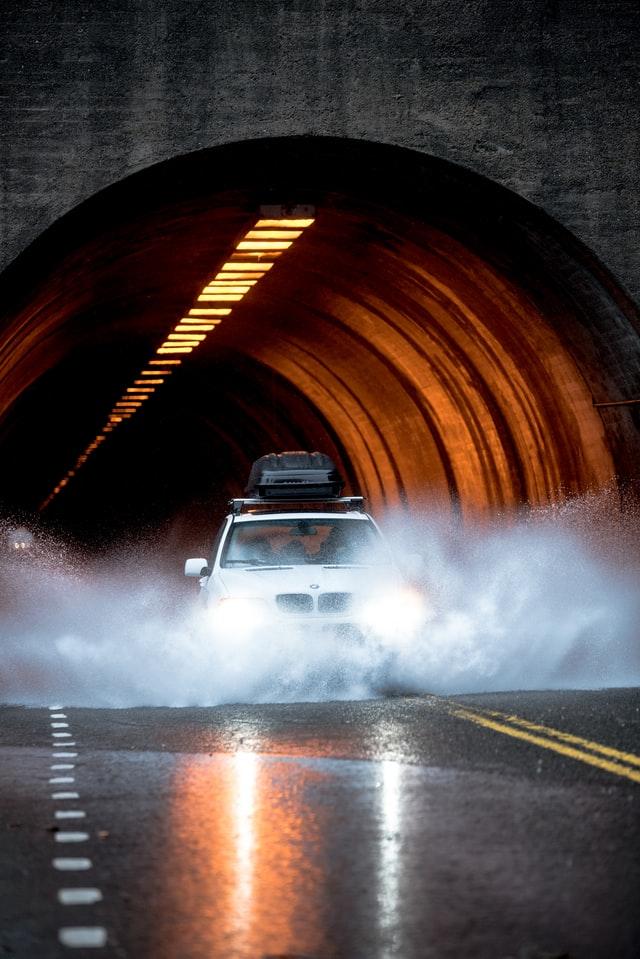 Tips Melewati Jalanan Banjir Dan Terhindar Dari Mogok